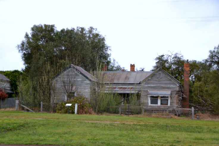I would love to buy and do up an Old Australian Farmhouse... this would be a wonderful subject!