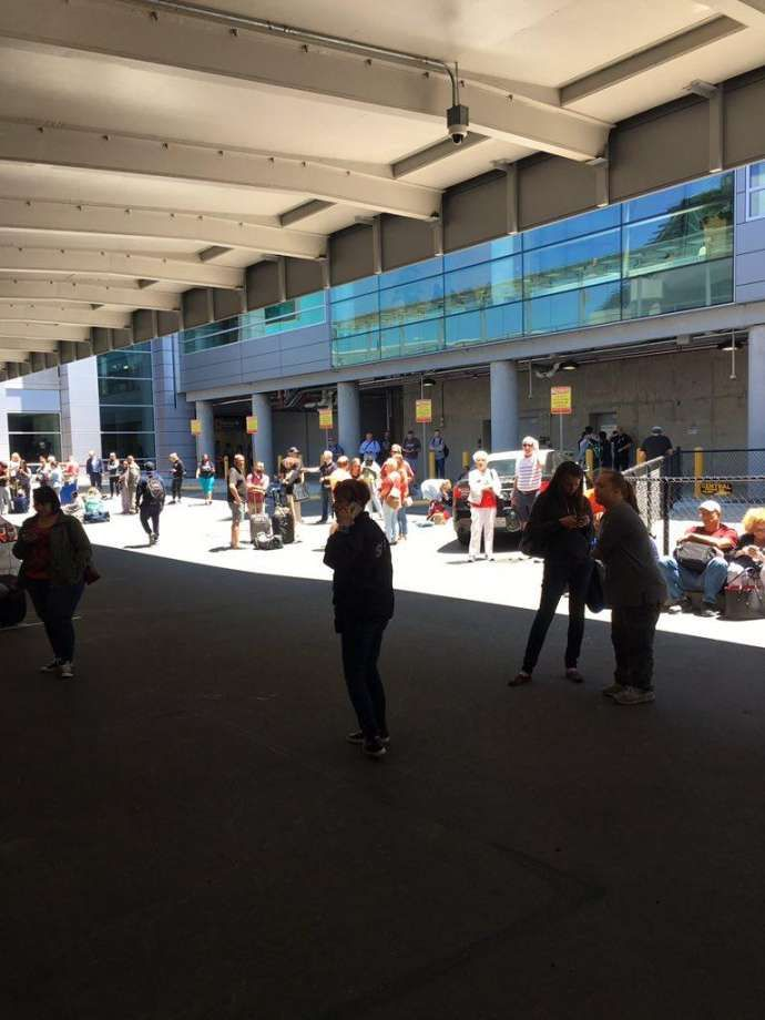 SFO terminal evacuated, hundreds of passengers kept outside  The baggage claim of a major terminal at San Francisco International Airport was evacuated Wednesday afternoon, sending several hundred confused passengers scuttling to the sidewalk outside.<p>It was not immediately clear what caused the evacuation, but police officers escorted passengers out of the …  http://www.sfgate.com/crime/article/SFO-terminal-evacuated-hundreds-of-passengers-11267844.php