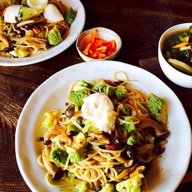 時間なくてちゃちゃっと済ませたい時にはスパゲティ便利ですね本当 - 27件のもぐもぐ - ロマネスコとシメジのペペロンチーノ 温玉添えと自家製人参のラペとベジブロスの野菜スープ by toki69