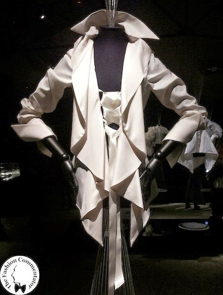 Gianfranco Ferré - Autumn Winter 2000 - Gianfranco Ferré #fashion #exhibition at the Textile Museum of Prato ( #Italy ) #madeinitaly #vintage #whiteshirt