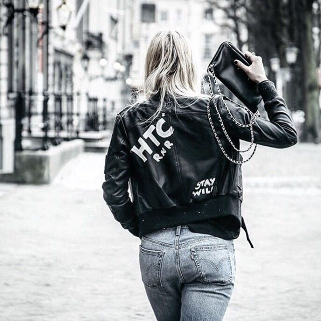 Blue jeans and #HTCLosAngeles Stay Wild Jacket, what else? Thank you @helenaandsisters and @blackonlineofficial for sharing with us // #HollywoodTradingCompany #handmade #leatherjacket #staywild #stayfree