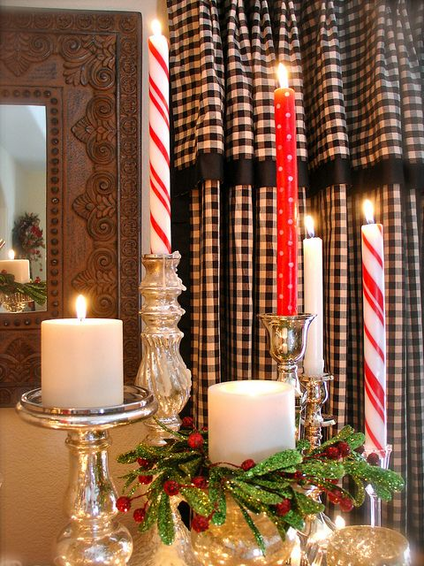 ,Decor Ideas, Christmas Crafts, Christmas Centerpieces, Candles Display, Canes Candles, Candies Canes, Christmas Candles, Rustic Christmas, Christmas Decor