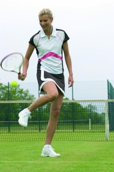 Одежда и кроссовки теннисные