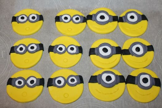 #Minions #Cupacke -How to make a minions cupcake topper.
