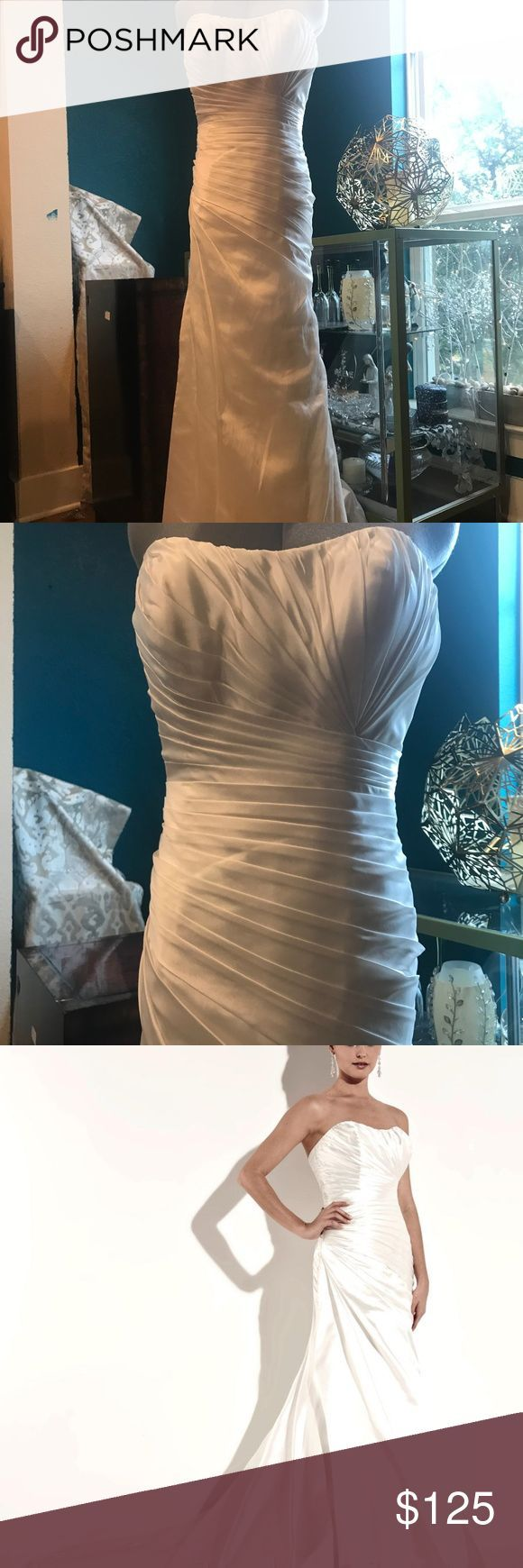 NEW! Jacquelin Exclusive 19942 Ivory Bridal Dress Sleek and chic, this elegant wedding dress is simply stunning with a pleated sweetehart neckline and