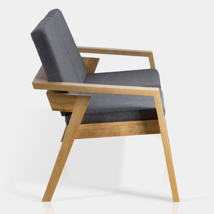 Este sillón de dos plazas en madera es ideal para apartamentos pequeños o para la sala del recibidor en una oficina o consultorio.
