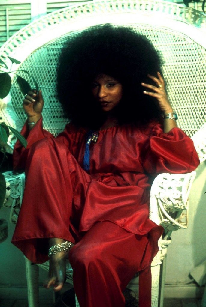 10-Grammy Queen Of Funk Ms Chaka Khan rockin' the chair and the 'Fro