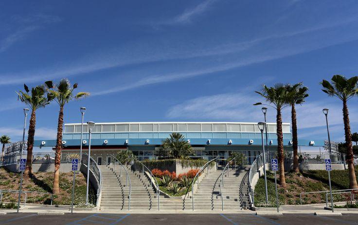 La entrada principal al Dodger Stadium de Los Angeles. El estadio ha sido el hogar del equipo de los #Dodgers de las Grandes Ligas desde 1962. http://www.bestday.com.mx/Los-Angeles-area-California/ReservaHoteles/