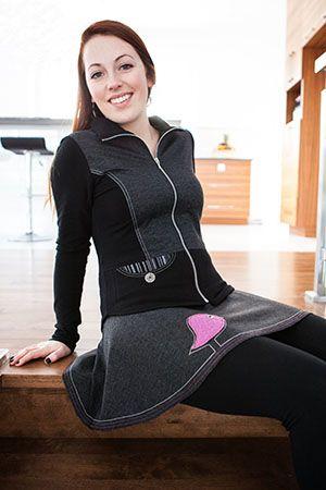 Jupe kiwi magenta et veste idéale. Une petite touche de naïveté et de folie se retrouvent dans notre jupe kiwi! La bonne nouvelle, c'est que notre veste idéale, chandail douillet, boléro attachant et legging équinoxe l'épousent à merveille! www.rienneseperd.com