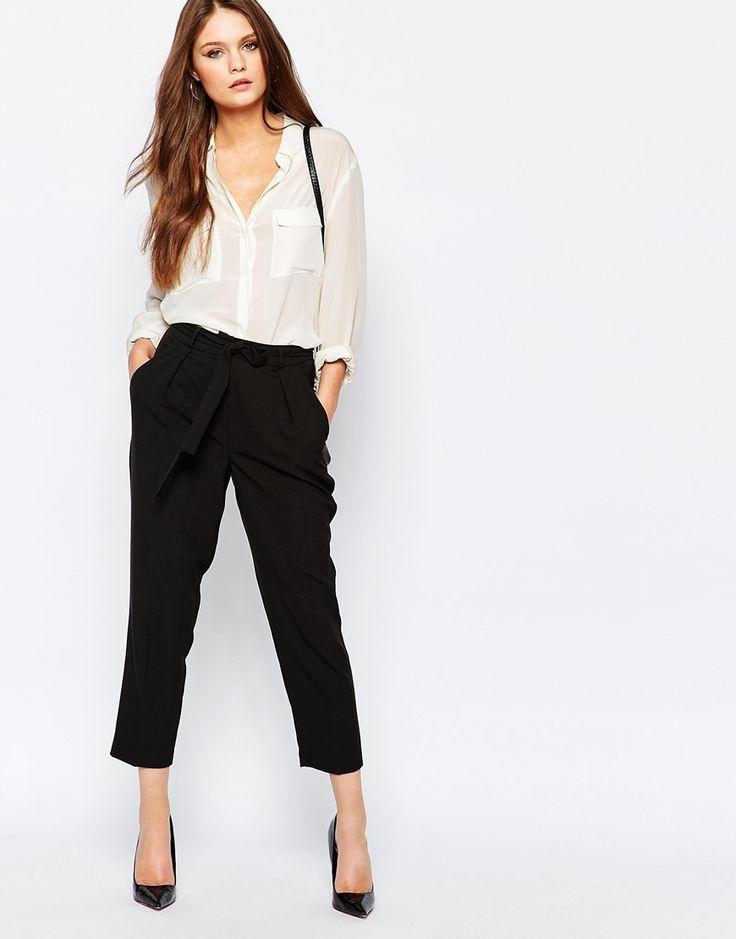 Immagine 1 di New Look - Pantaloni al polpaccio a vita alta