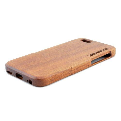 Jij bent een trotse bezitter van een iPhone 6, 6S of 6+. Maar wil jij jouw iPhone 6 een nog toffere look geven? Dit kan met ons houten telefoonhoesje Dorrigo. Het Sapele hout geeft jouw telefoon een pure en luxe look. Daarnaast wordt jouw dure iPhone 6 of 6+ op deze manier op de juiste wijze beschermd. Dit mede vanwege de perfecte pasvorm. http://www.looyenwood.nl/product/houten-telefoonhoesje-dorrigo/