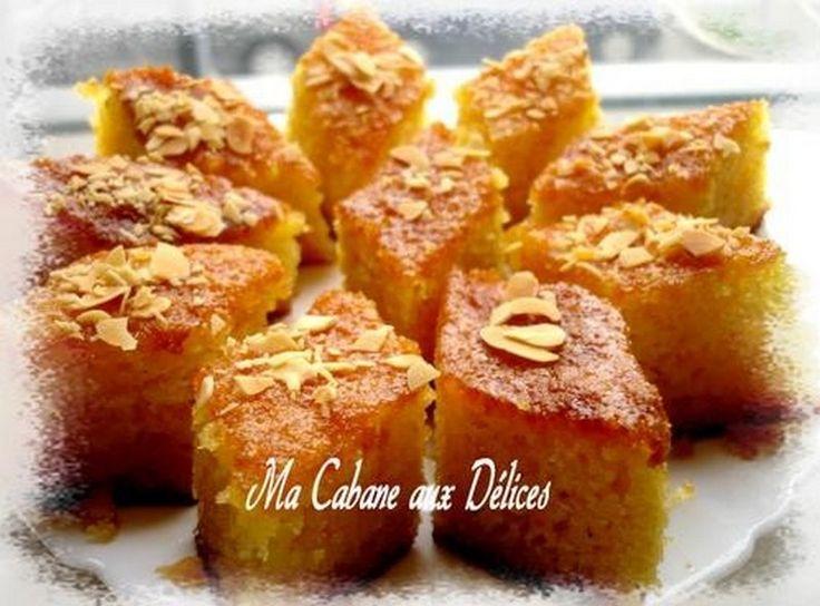 Basboussa est un gâteau algérien à la semoule arrosé de sirop à la cuisson, qu'on retrouve également au Moyen-orient. Il existe différentes variantes : amandes,