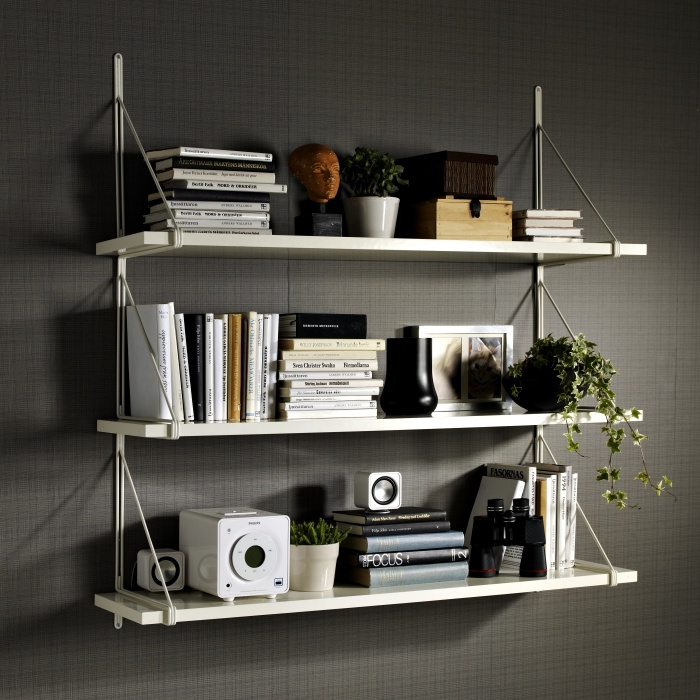 The narrow EKBY TONY shelf combined with the EKBY GÄLLÖ bracket, is perfect for small space needs.