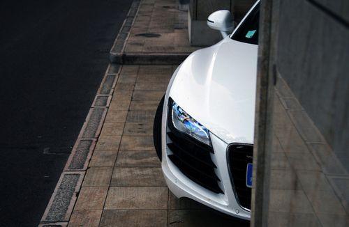 peek-a-boo ...Audi R8
