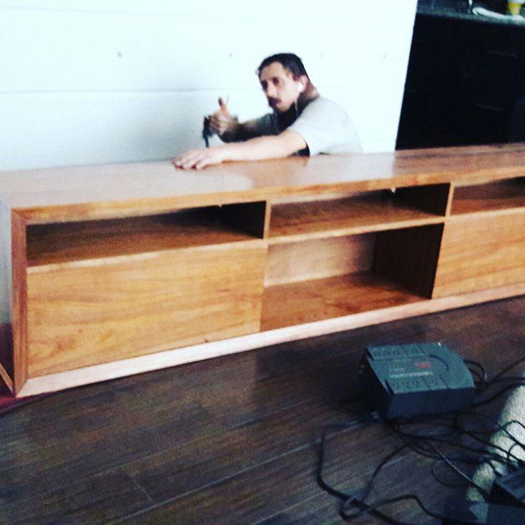 Mueble para pantalla en madera de tzalam