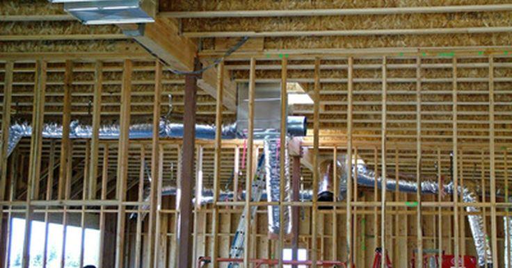 Como decorar canos visíveis. A decoração de casas mais antigas -- ou porões em casas mais novas -- pode ser um desafio quando existem canos expostos no teto. Muitas pessoas optam pela contratação de um profissional para a instalação de revestimentos que cubram o encanamento visível, mas essa pode ser uma opção cara. Aprenda a decorar os canos expostos para incorporá-los na ...