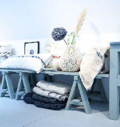 idee voor Speeltafel. Plank en kleine schagen!!! Sukha Amsterdam