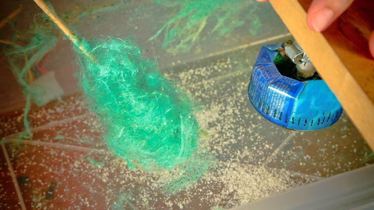 Máq de Algodão-Doce   O canal do YouTube do site Manual do Mundo conta com uma série de vídeos que ensinam a fazer as mais diversas receitas, mágicas e objetos. Confira o vídeo que ensina a fazer uma máquina de algodão doce caseiro.