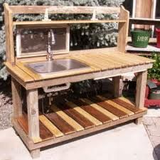 deluxe potting bench that hooks to garden hose---yes, I could dig this!