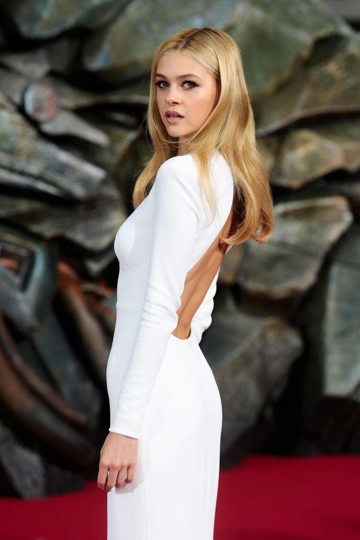 'Transformers' Actress Nicola Peltz Wears Skin-Tight Backless Dress to Berlin Premiere