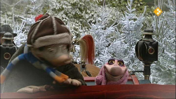 Moffel en Piertje verzinnen een goed idee: een ritje voor twee in de arrenslee! Nu kunnen ze een echt diner organiseren voor alle mensen van de kerstmarkt. Zal iedereen wel komen?