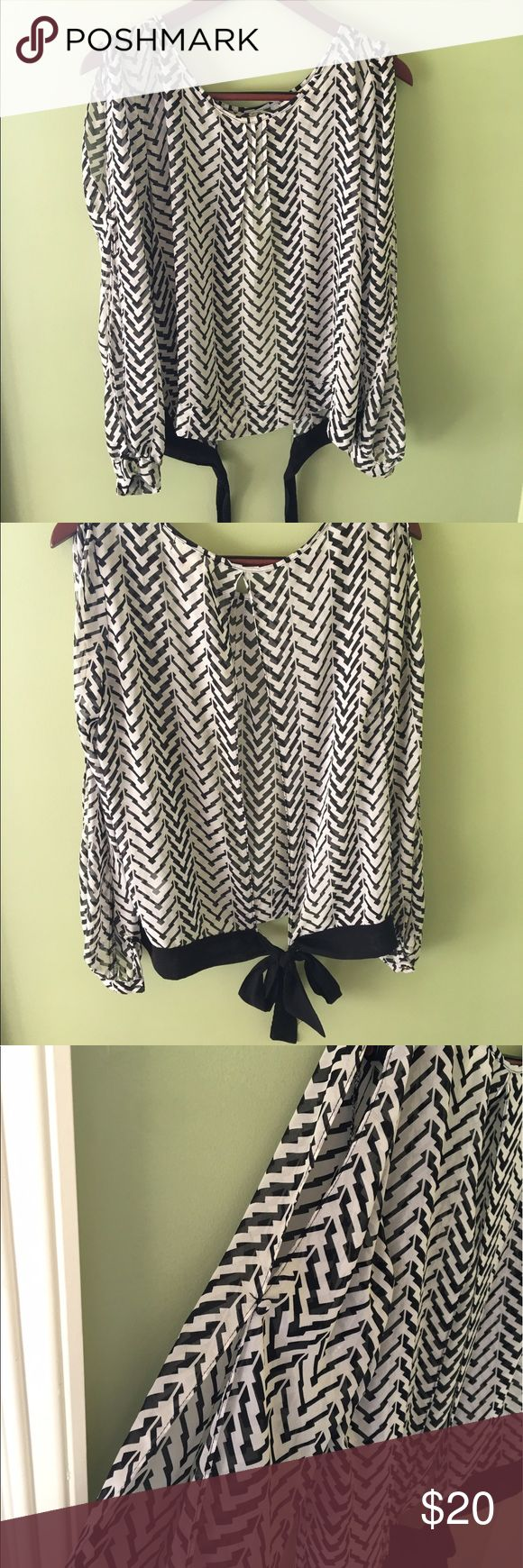 Umgee chevron blouse Black and white Umgee chevron top with black tie in back. Slits in the sleeves. Size large. Worn, but in GREAT condition! Umgee Tops Blouses