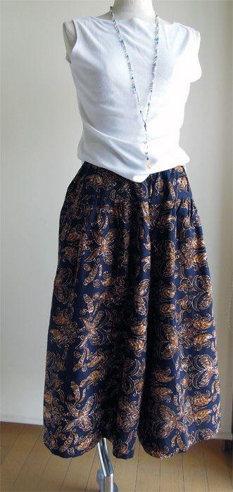 バテイックの布(プリントのバティックで綿です)で作ったキュロットスカートです。裾が広いのでスカートのように見えます。腰の下10cmくらいのところで切り替えにな... ハンドメイド、手作り、手仕事品の通販・販売・購入ならCreema。