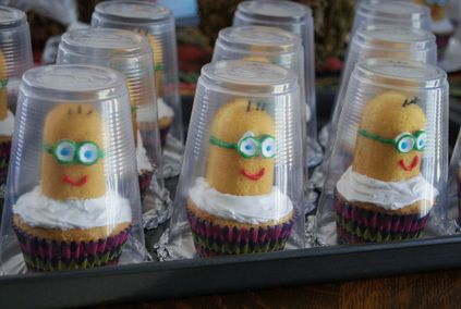 Making Twinkie Minions! and an easy way to transport them too! These ones aren't gluten free but wow did the kids ever like them! thehonestrebel.com