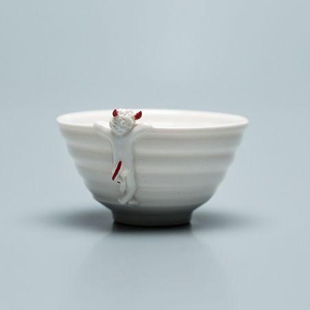 Who`s looking into this bowl? Never eat alone again with the cute #pottery from Gabriela Hollenstein - Wer schaut hier in die Schale? Nie mehr alleine essen mit den lustigen Keramik-Schalen von Gabriela Hollenstein.  | bestswiss.ch