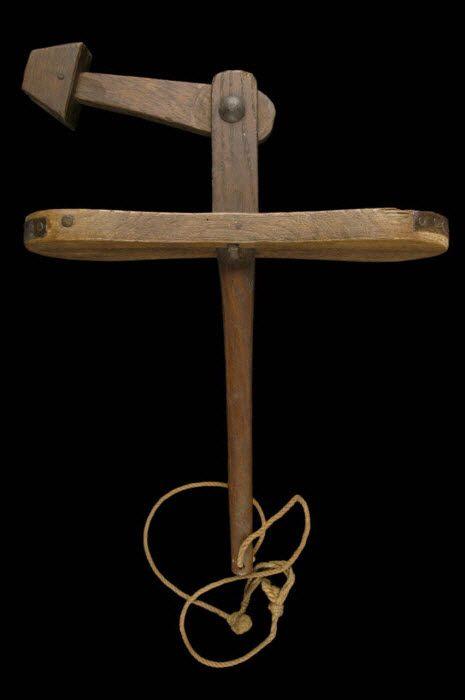 CRECELLE DU VENDREDI SAINT - martelet   MuCEM - Musée des civilisations de l'Europe et de la Méditerranée