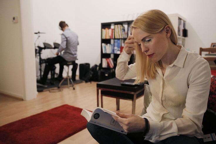Tekeekö raha onnelliseksi? Vain, jos käytät sitä oikein, sanovat tutkijat. Sonja Rajala ja Tommi Pajala ovat kehittäneet erilaisia sopimuksia välttääkseen rahasta stressaamisen.
