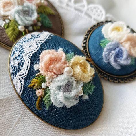 "52 Likes, 3 Comments - 봄이네 (@mine_0203) on Instagram: ""울사 브로치 #embroidery #프랑스자수 #에플톤울사 #needlework #handmade #자수브로치"""