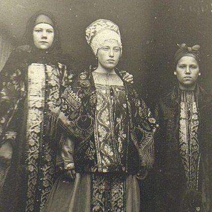 Крестьянские девушки, одетые к хороводу, Начало XX века, Архангельская губ…