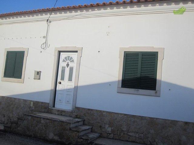 Moradia T3 Venda 78000€ em Torres Vedras, Campelos e Outeiro da Cabeça, Centro (Campelos) - Casa.Sapo.pt - Portal Nacional de Imobiliário