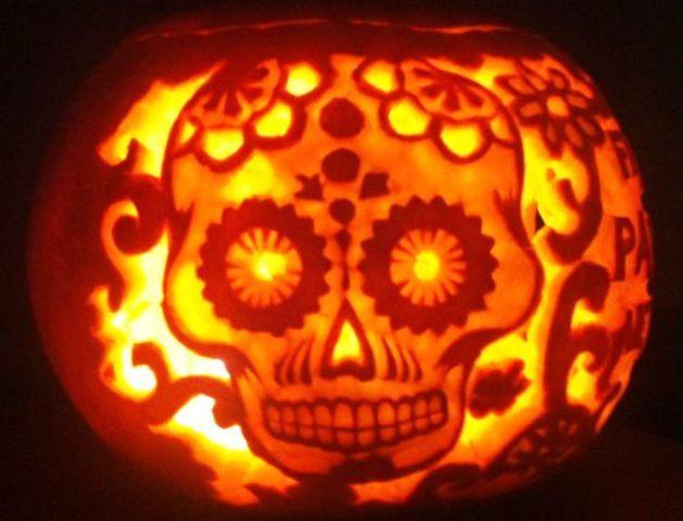 """Per la serie """"più che zucche parliamo di opere d'arte""""...ecco la zucca teschio! - #halloween #teschio #zucca #decori #decorazioni"""