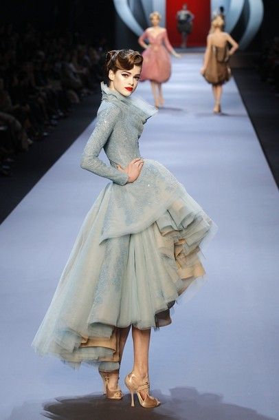 Amazing vintage blue :Great layers, texture,depth and color combination of dress and shoes..