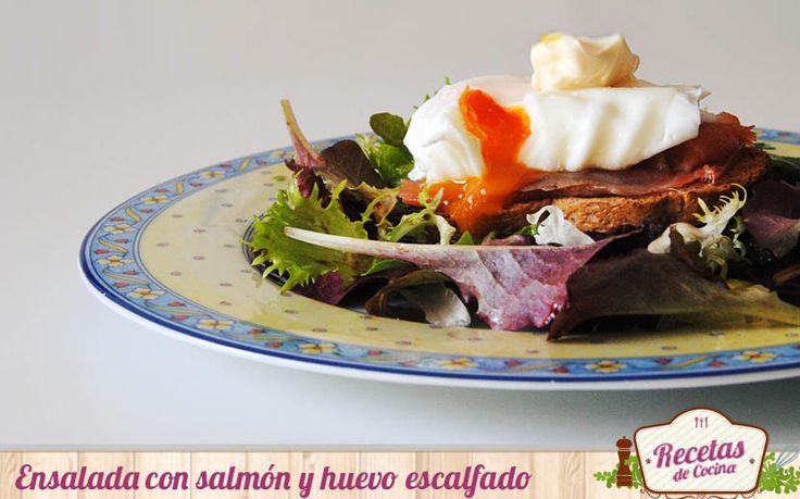 Ensalada con salmón ahumado y huevo escalfado -  Comenzamos el fin de semana preparando una ensalada verde consalmón ahumado y huevo escalfado. Una ensalada que podemos servir como entrante o disfrutar en la cena de forma individual.La clave d ela receta se encuentra en el huevo escalfado, ¿lo habéis preparado antes? Hace un huevo esca... - http://www.lasrecetascocina.com/ensalada-con-salmon-ahumado-y-huevo-escalfado/