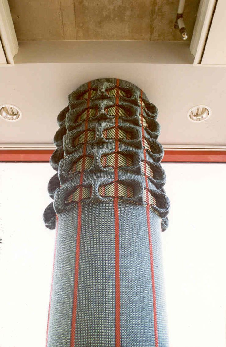 Tarmo Mäesalu. Textile around the pillar woven with two warp beams