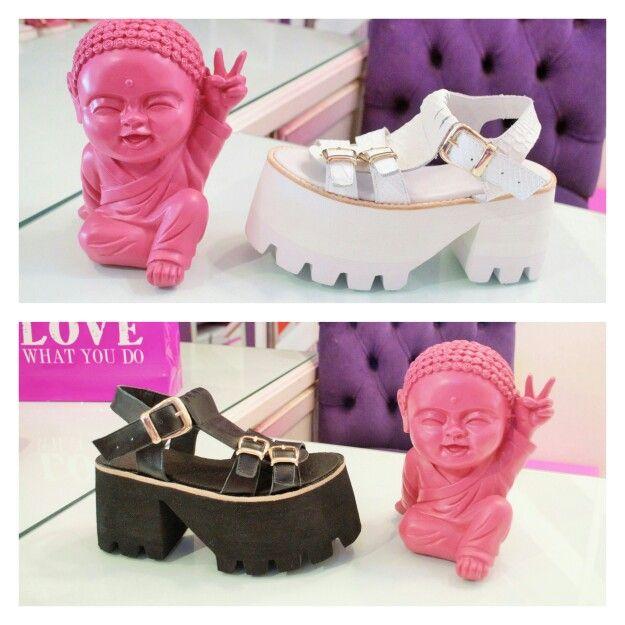 ♡ L.A  C H A L L E N G E ♡ Blanco vs. Negro, qué color elegirías para hoy!? ♡ #sofiadegrecia #Fashion #shoes