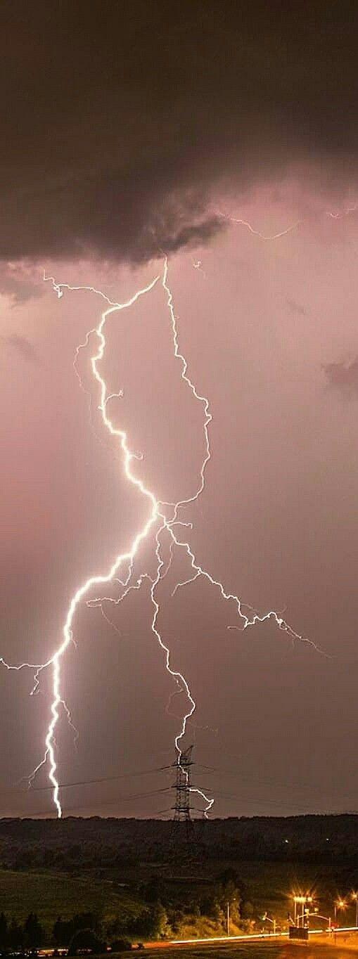 Best 25 Live lightning strikes ideas on Pinterest Lightning