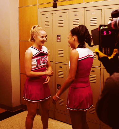 Is Glee going there with Quinn and Santana