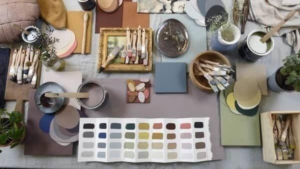 Ένα γλυκό ροζ-γκρι χρώμα σχεδιασμένο για να συνδυάζεται με  μπλε, πράσινο, κίτρινο, μπορντό και πολλά άλλα χρώματα