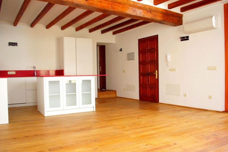 Back on the market! Great apartment in Palma Old town for long term rent.