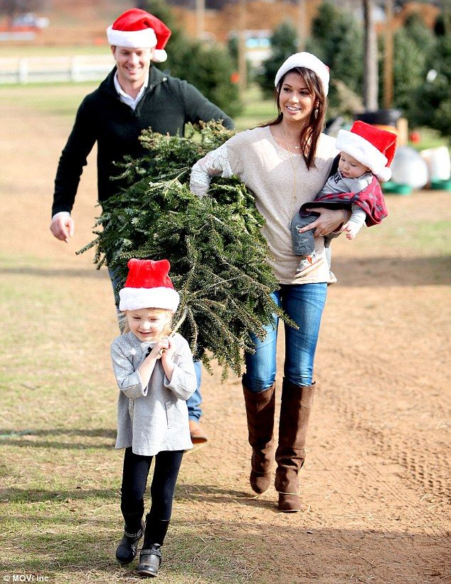 Melissa Rycroft and husband Tye Strickland take their children Christmas tree shopping | Daily Mail Online