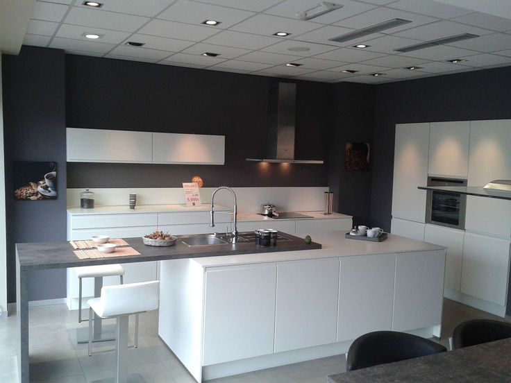 Cuisine integra blanche ggo marcinelle eggo kitchen for Showroom cuisine