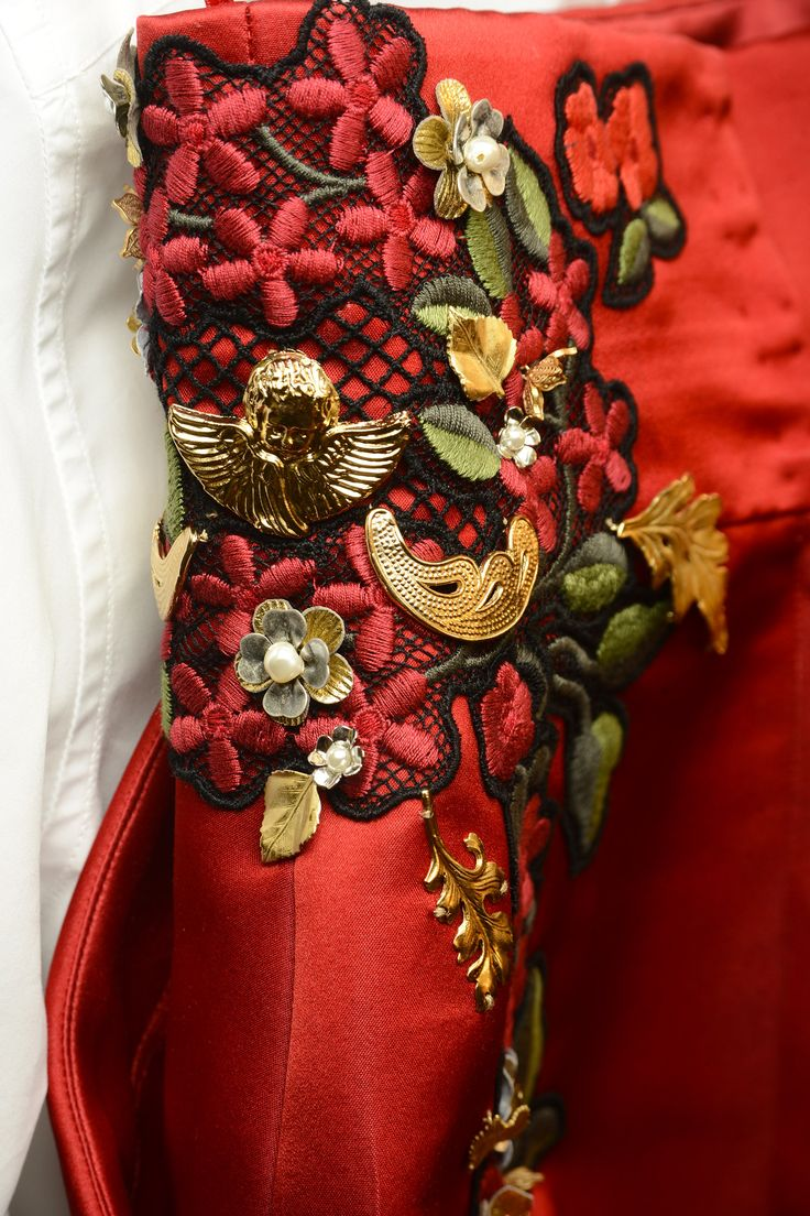Dolce & Gabbana Woman Runway Backstage Photo Gallery – Spring Summer 2015 satin love