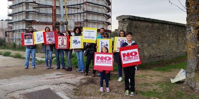 Tempio+Pausania,+1^+giornata+del+boicottaggio:+No+agli+animali+nel+circo.+Domani+un+flash+mob+con+i+bambini.