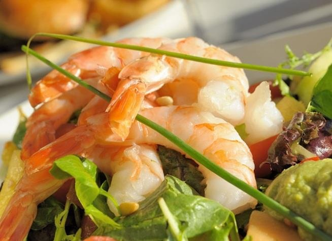 Roasted shrimp on mixed greens leaves and crispy romaine with bocconcini cheese, cherry tomatoes and roasted pistachios, topped with a fresh grape and coriander salsa. Tossed in a soy & pineapple vinaigrette. @ #Houston Avenue Bar & Grill