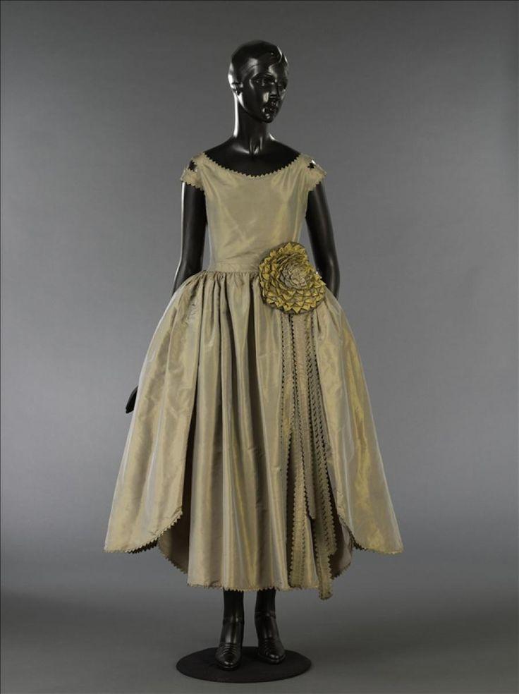 "Robe de style ""Marjolaine"" © Stéphane Piera / Galliera / Roger-Viollet Jeanne Lanvin"