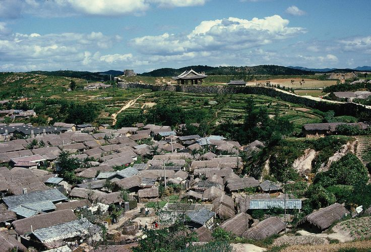 https://flic.kr/p/x1tX9 | Outside the wall Suwon Hwaseong Fortress 1966 | Hwaseong/Suwon, South Korea 1966